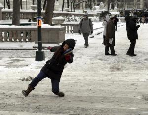 pedestrians-falling-ice-new-york-city